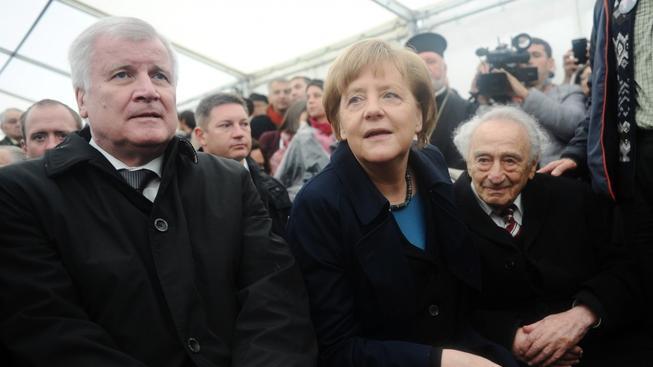 Německá kancléřka uctila památku vězňů, kteří zahynuli v Dachau.