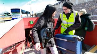 Se zavazadly pomáhají cestujícím nosiči placení letištěm
