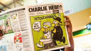 Časopis Charlie Hebdo vzbuzuje i rok po tragédii stále velké emoce
