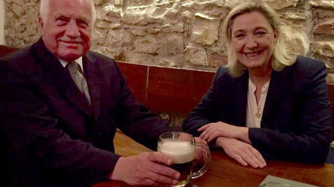 Klaus na pivu s Le Penovou