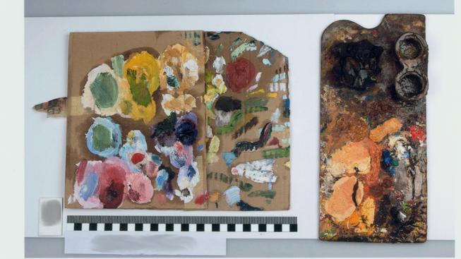 5 - Malířské palety zajištěné u podezřelé osoby