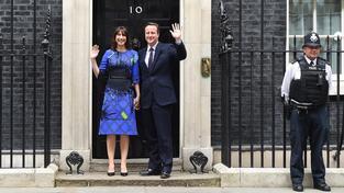 Premiér Cameron se z Downing Street číslo 10 stěhovat nemusí
