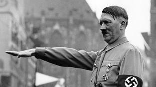 Peroutka zřejmě nenazval gentlemanem Hitlera (na snímku z roku 1937), ale jeho velvyslance v Československu