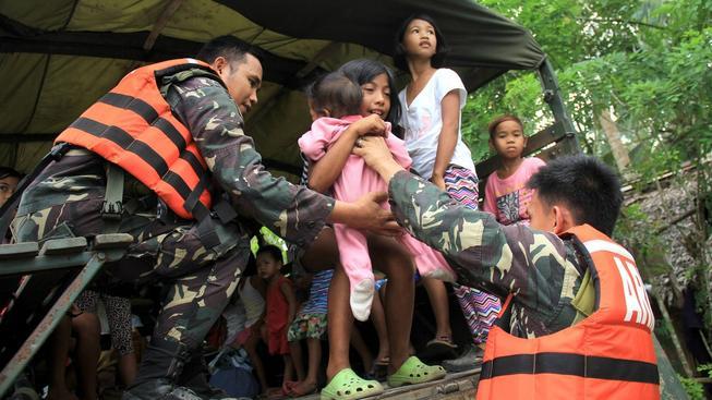 Filipíny se připravují na příchod ničivého tajfunu Noul, preventivně evakuováno bylo několik tisíc lidí