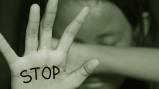 Dívka se bránila znásilnění, útočník ji zaživa upálil (ilustrační snímek)