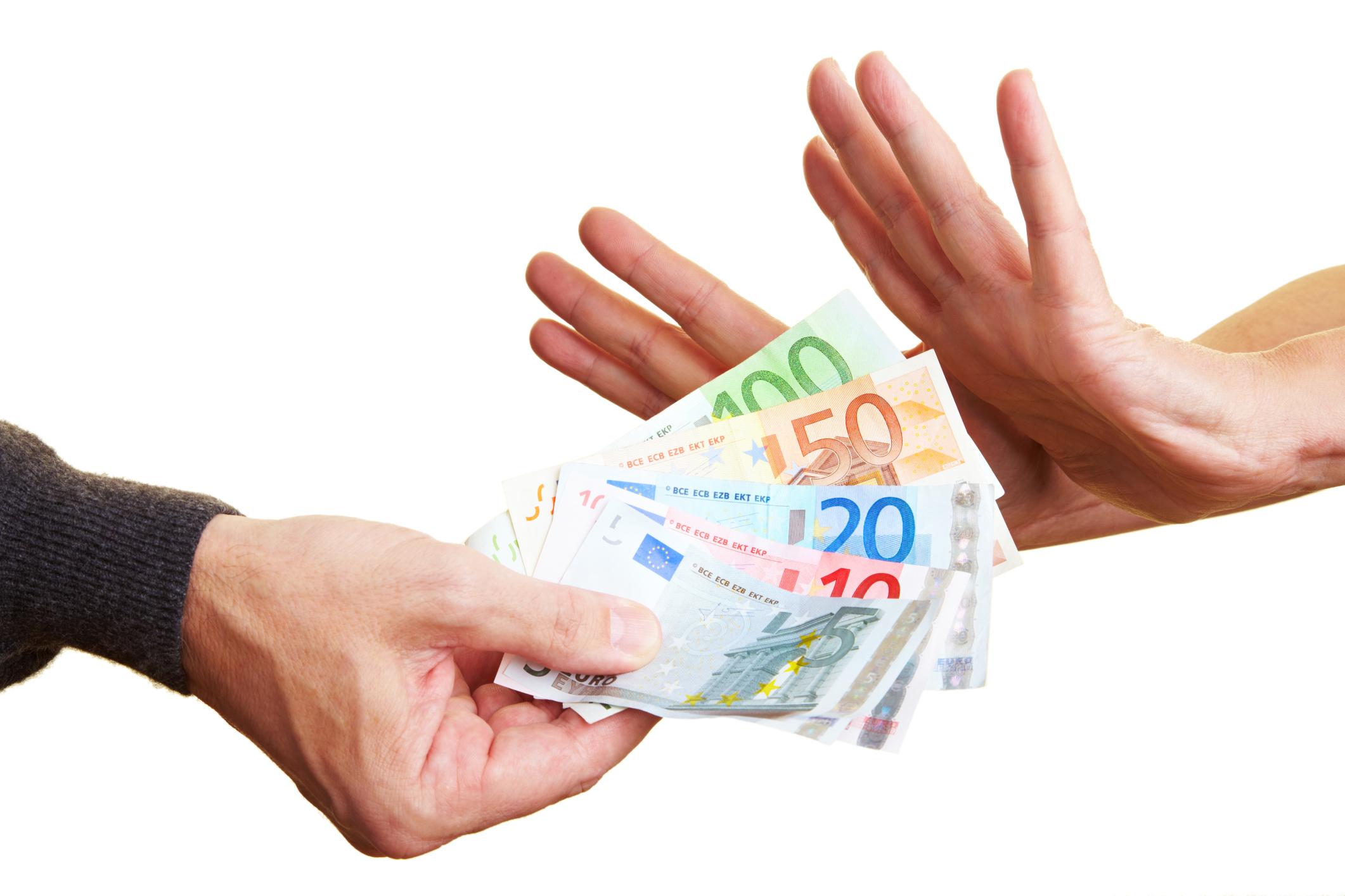 Češi euro odmítají, stojí o něj jen čtvrtina lidí