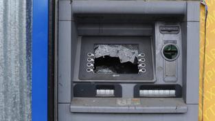 Z tohoto bankomatu v Aténách si Řekové nevyberou, někteří by ani neměli co