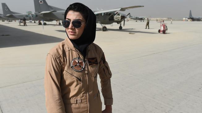 Nílúfar se zapsala do historie jako vůbec první pilotka v afghánské armádě