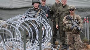 Ukrajinští a američtí vojáci během společného cvičení poblíž západoukrajinského Lvivu
