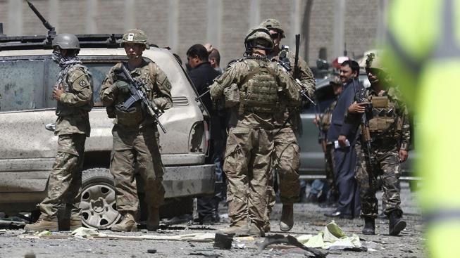 Sebevražedný atentátník zaútočil u kábulského letiště