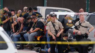 V přestřelce zemřelo devět motorkářů