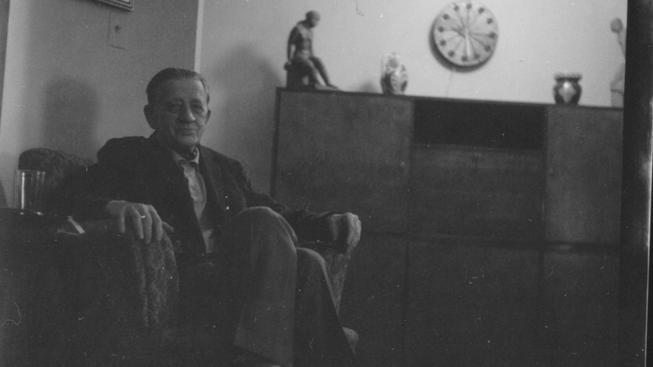 Ferdinand Peroutka ve svém bytě v new Yorku