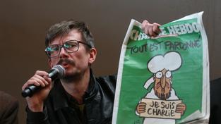 """Karikaturista Rénald """"Luz"""" Luzier se po smrti svých kolegů nedokáže soustředit na práci v časopise Charlie Hebdo"""