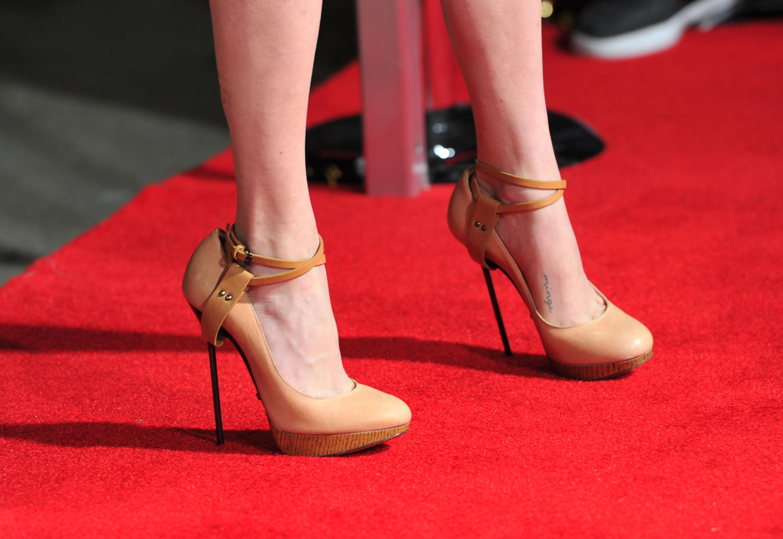 Do Cannes jen na jehlách. Ženám bez podpatků zakázali vstup na červený koberec