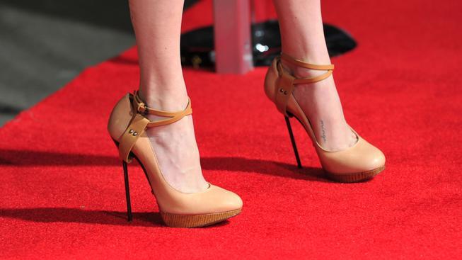 Na červený koberec patří jedině podpatky, tvrdí pořadatelé festivalu v Cannes (ilustrační snímek)