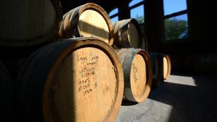 Výrobce bourbonu trápí nedostatek sudů. Ilustrační snímek