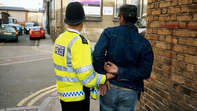 Velká Británie se chce vypořádat s ilegálními přistěhovalci po svém