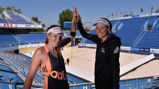Kristýna Kolocová (vlevo) a Markéta Sluková jsou favoritkami pražského turnaje