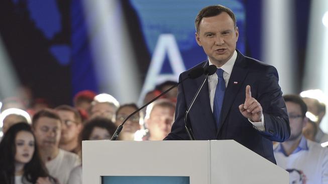První kolo prezidentských voleb vyhrál s přehledem Andrezej Duda. Druhé kolo slibuje větší napětí.