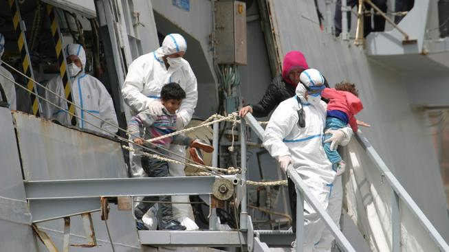 Mezi zachráněnými uprchlíky byly i ženy a děti