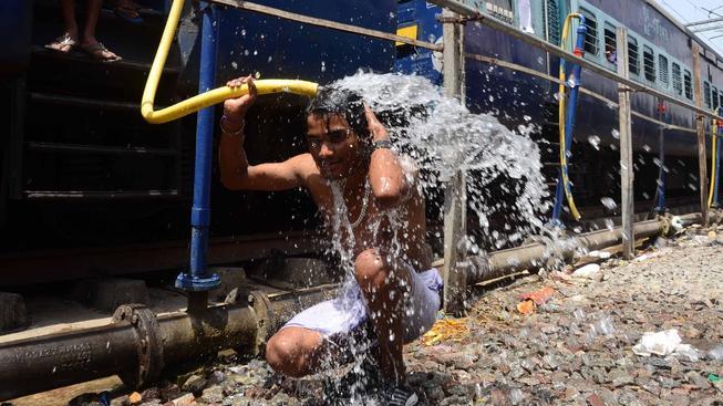 Indii trápí silná vlna veder, zemřelo několik set lidí