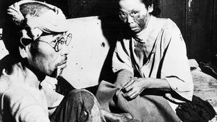Japonci přeživší americký útok na Hirošimu, dobový snímek