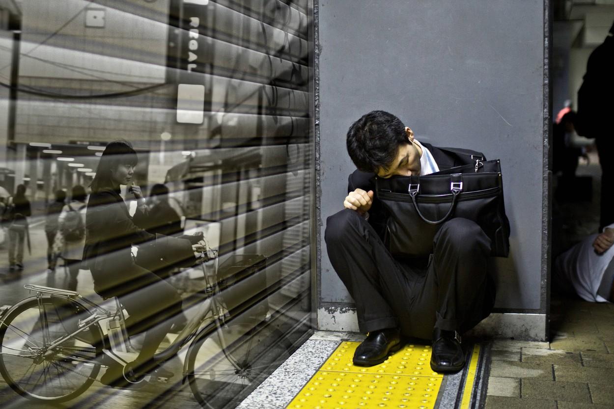 Vybírejte si dovolenou, nařídí japonským zaměstnancům zákon