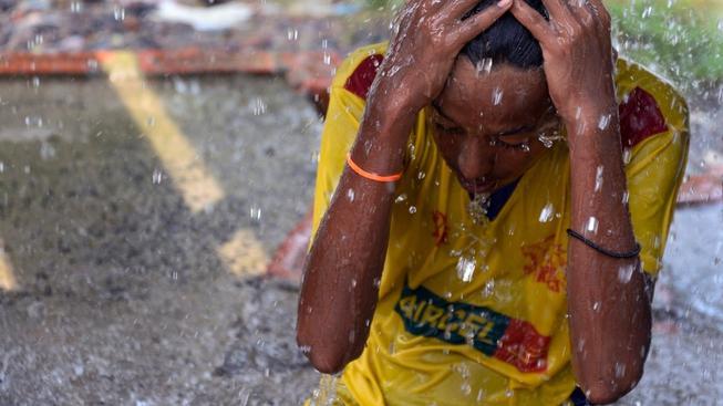 Indové s vedrem bojují, jak se dá