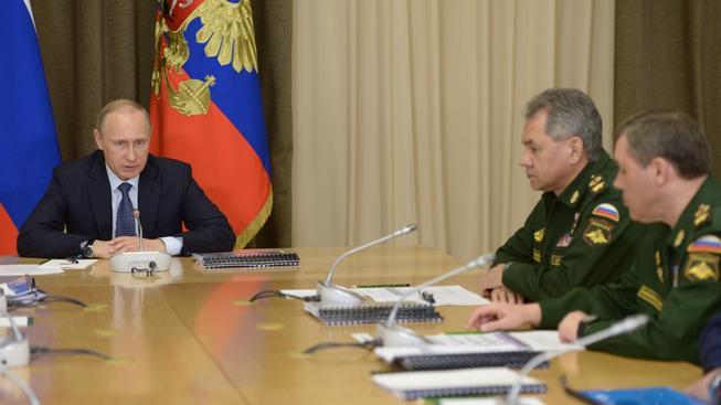 Putin jedná z vysokými představiteli ruské armády