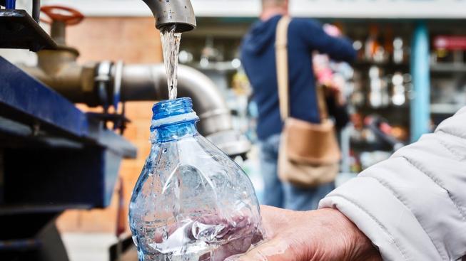 Obyvatelé Dejvic si po několika dnech mohou vychutnat čistou vodu