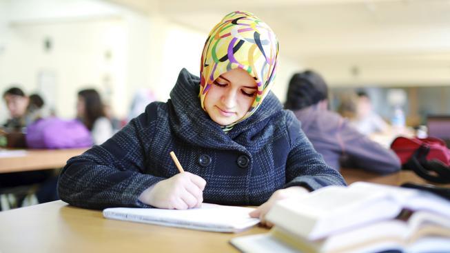 Ilustrační foto: Podle MŠMT je možné zakázat nošení hidžábu, ale pouze z bezpečnostních důvodů