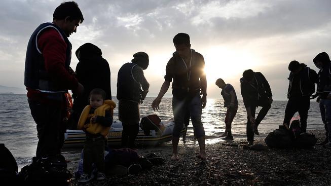 Syrští uprchlíci přistáli na řeckém ostrově Kos. Řecko se v současnosti potýká s přílivem velkého počtu uprchlíků.