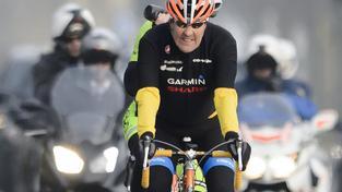 John Kerry je vášnivým cyklistou a na to zřejmě doplatil. Po pádu z kola ho čeká operace.
