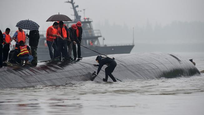 Z trupu lodě se ozývá volání o pomoc