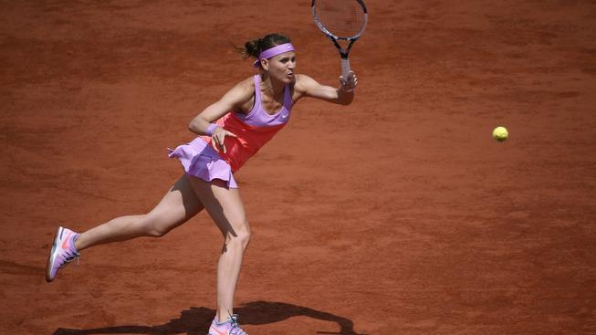 Lucie hraje v Paříži skvělý tenis