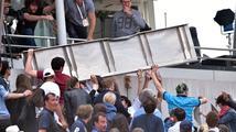 Zranění v hledišti na French Open, mezi diváky spadl velký plechový panel