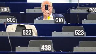Nuda v evropském parlamentu je dobře placená