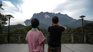 Při zemětřesení na malajské hoře Kinabalu  zemřelo nejméně 11 lidí