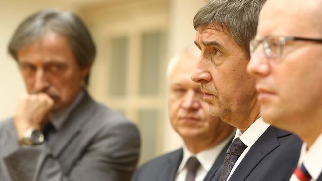"""Sobotka se s popularitou dotáhl na Babiše, """"trojkou"""" zůstává Stropnický"""