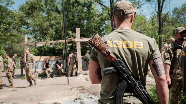 Členové ukrajinské dobrovolnické jednotky Azov jsou podle amerických poslanců neonacisté