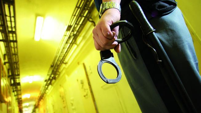 Rvačku v pankrácké věznic ukončil až jeden z dozorců. Ilustrační foto