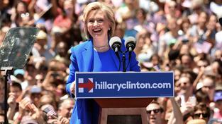 Clintonová vystoupila na prvním velkém předvolebním shromáždění
