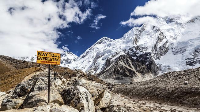Mount Everest se po zemětřesení posunul o tři centimetry
