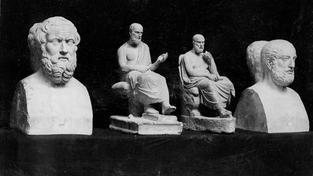 Antický historik Thúkydidés je třetí zleva