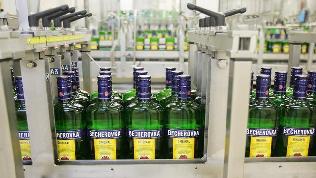 Becherovka je podle Bisnode nejstabilnější českou firmou loňského roku