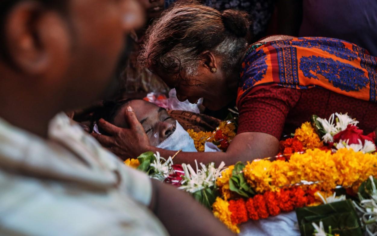 Desítky lidí v Indii zemřely po požití pančovaného alkoholu