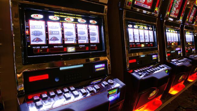V Česku stále vítězí herní automaty, na kterých lidé prosázejí miliardy korun. Ilustrační foto