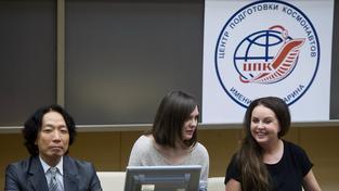 Japonec Satoši Takamacu (vlevo) a Sarah Brightmanová (vpravo) v ruském výcvikovém středisku