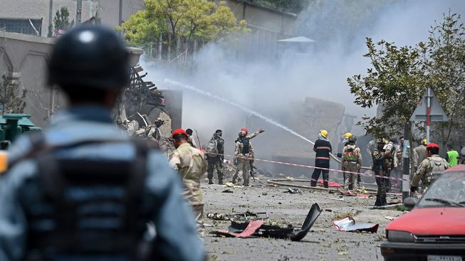 Po útoku na afghánský parlament likvidovali hasiči vzniklé škody