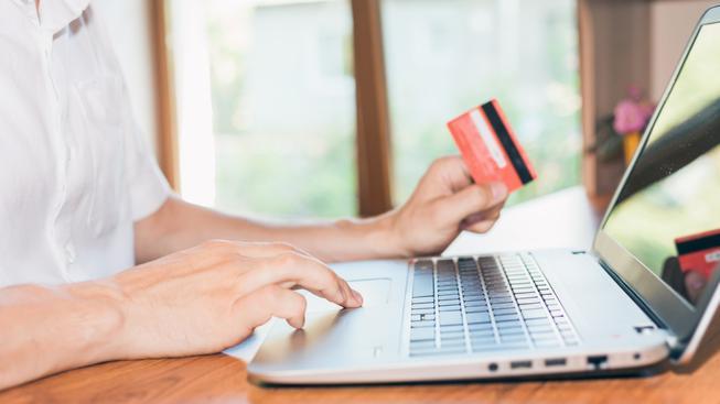 Někteří čeští uživatelé e-shopů si věci kupují s tím, že je za nějaký čas bezdůvodně vrátí. Ilustrační foto